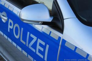 Polizeiauto web R by Uwe Schlick pixelio 400.news