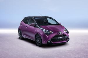 57818 aygo 05 34front magenta  1 .news