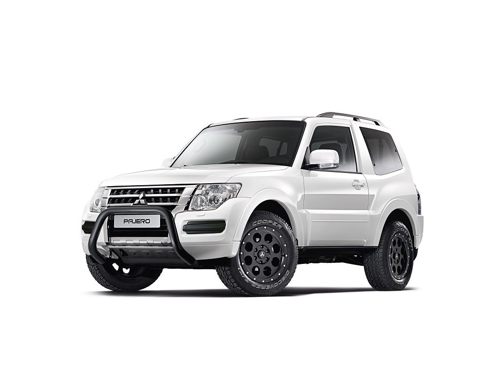 pajero final edition 3 4 front 3t groenland weiss freisteller