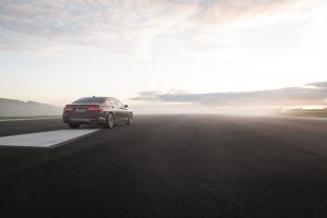 P90335142 highRes the bmw 7 series 01 .news