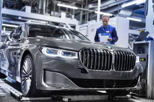 P90339896 highRes the new bmw 7 series.news