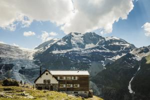 Turtmannhuette Gletscher c Switzerland Tourism.news