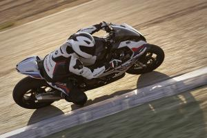 P90327343 highRes the new bmw s 1000 r.news