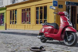 Peugeot Motocycles D in Rouge Cherry.news