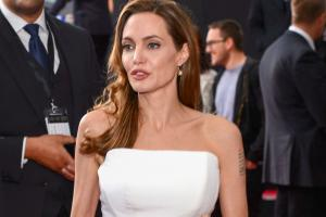 angelina jolie 300dpi.news