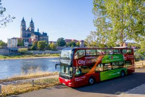 Magdeburgs Doppeldecker tourt ab 1. Juni    Magdeburg Marketing, Andreas Lander.news